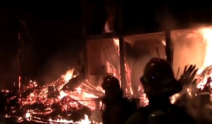 Comas: incendio de grandes proporciones consume depósito de madera