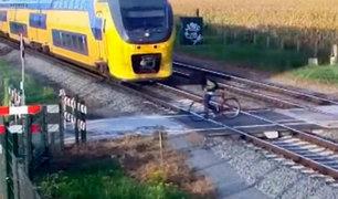 Holanda: ciclista salva de morir cuando intentaba cruzar vías del tren