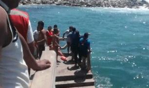 Arequipa: dos estudiantes casi mueren tras ser arrastrados por fuertes olas en playa de Mollendo