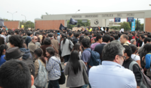 Alumnos de la Universidad Católica anuncian huelga por cobros indebidos