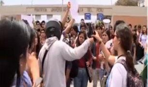 Estudiantes de la PUCP exigen devolución total de dinero cobrado indebidamente por moras