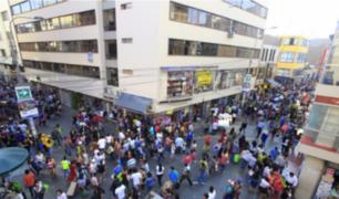 Nuevas normas en centros comerciales y edificios generaron polémica