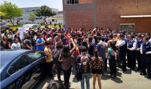 Alumnos de la PUCP piden renuncia de toda la planta de rectores
