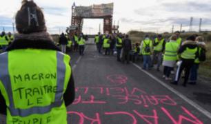Francia: Macron cede ante 'chalecos amarillos' y suspende alza de combustible