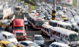 Ambulantes y transportistas generan caos en diversas calles de Lima