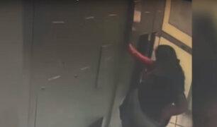 Cámara capta a mujer robando carteras en exclusivo gimnasio de Surco