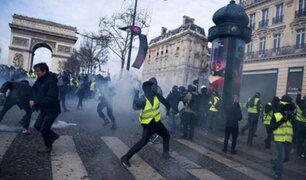 """Protesta de los """"chalecos amarillos"""" paralizan la capital francesa"""