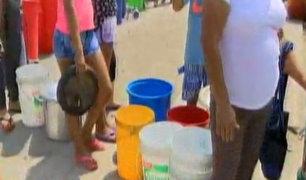 Vecinos del Rímac hacen largas colas para conseguir agua