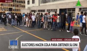 Electores esperan recogen su DNI el mismo día del referéndum