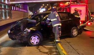 Cercado de Lima: choque entre auto y camioneta deja dos heridos