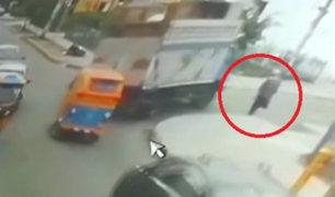 Chofer de camión atropella a anciano y lo deja gravemente herido