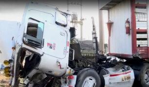 Atención conductores: despiste de tráiler bloquea carretera Panamericana Norte