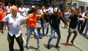 Venezolanos muestran su arte y buen ritmo en las calles de Lima