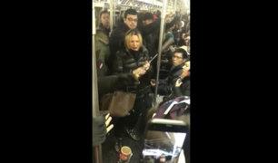 Nueva York: detienen a mujer por ataque racista al interior del metro