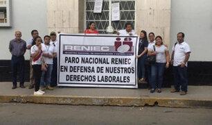 Reniec: trabajadores en paro nacional protestan frente al MEF
