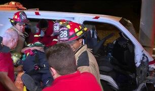 Miraflores: conductor queda atrapado tras despiste de camión de caudales