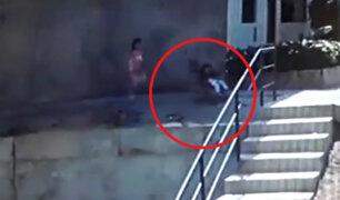 Puente Piedra: cámaras captan terrible caída de bebé por pendiente
