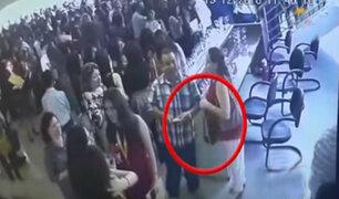 Madre de familia roba bolso de otra mujer en graduación de sus hijos en San Isidro