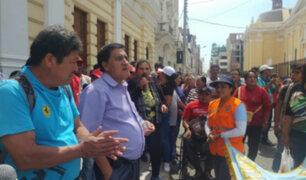 Trabajadores de la municipalidad de Jesús María exigen pagos pendientes