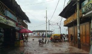 Piura: oleaje anómalo inundó las calles del balneario de Máncora
