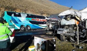 Huaraz: cuatro muertos y más de 30 heridos deja choque de bus y camión