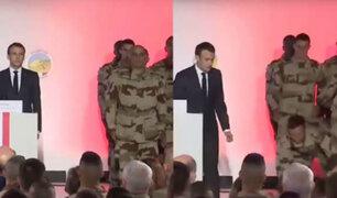 Francia: soldado se desmaya delante del presidente Macron