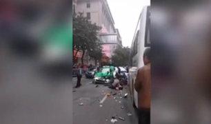 China: sujeto a bordo de bus atropelló y mató a 8 personas