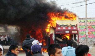 Chincha: niños que jugaban con pirotécnicos incendian un camión
