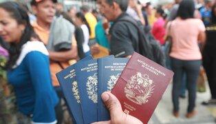 Cientos de venezolanos hacen largas colas para tramitar PTP en penúltimo día de plazo