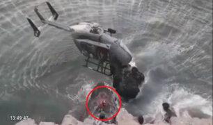 Ancón: bomberos y policías rescatan a hombre en peñasco