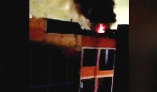 La Victoria: incendio consume tienda donde se vendían productos pirotécnicos