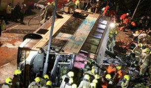 Tailandia: seis muertos y 50 heridos deja accidente de autobús
