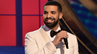 Revelan video de Drake besando y tocando a una menor de edad