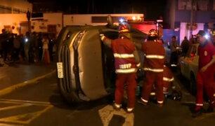 Surco: conductor en aparente estado de ebriedad choca contra varios autos estacionados