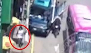 Imprudente conductor de camión casi termina con la vida de joven en Cusco