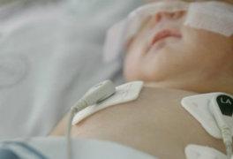 España: bebé de dos meses fue hospitalizado tras ser agredido brutalmente por su padre