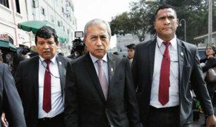 Agente PNP que ingresó a oficina lacrada afirma que lo hizo por órdenes de Chávarry