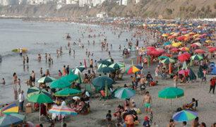 Bañistas disfrutan de playa Agua Dulce pese a no ser saludable