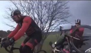 Ciclistas salvan de morir tras ser atropellados por auto