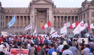 Colectivos realizan plantón frente a Palacio de Justicia a favor del juez Concepción Carhuancho