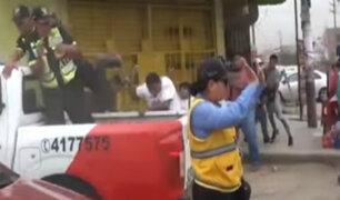 Mototaxistas informales se enfrentan a pedradas a serenos en Huaycán