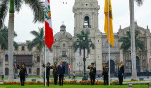 Aniversario de Lima: presidente Vizcarra y alcalde Muñoz izaron bandera en ceremonia