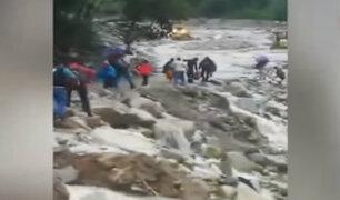 Cusco: desborde de río provocó bloqueó en carretera