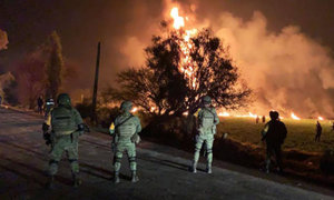 México: sube a 66 número de muertos por explosión en ducto de combustible