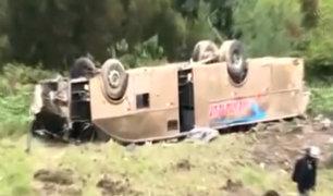 Áncash: cinco muertos y ocho heridos deja caída de bus interprovincial en abismo