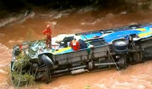 Tragedia en Huánuco: reportan 10 muertos tras caída de bus al río Huallaga
