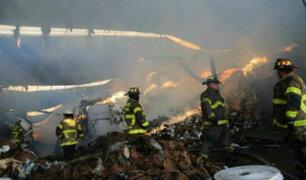 Voraz incendio consume fábrica de papel en Nueva Jersey