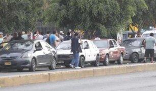 Colectiveros informales siguen invadiendo la avenida Arequipa