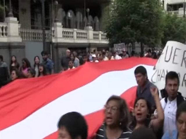 Cercado de Lima: personas se movilizaron en apoyo de fiscales Vela y Pérez