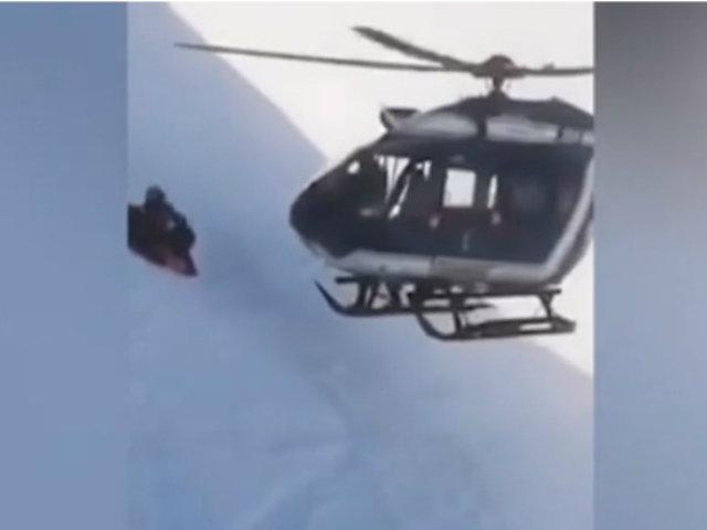 Francia: rescatan a esquiador a más de 2.000 metros de altura